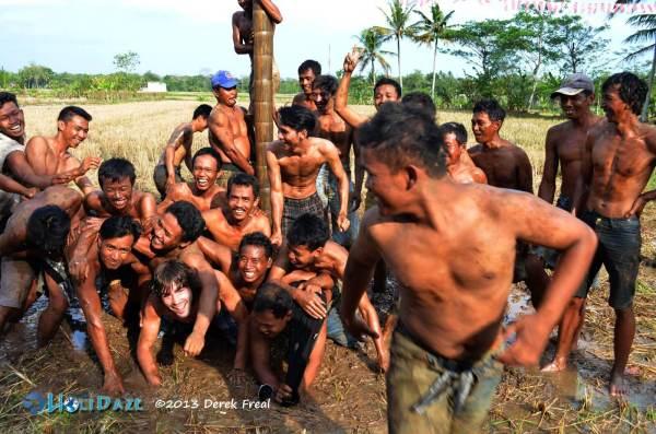 Panjat Pinang Closing Photo