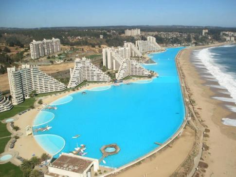 The world's largest pool cost $2 billion dollars to build
