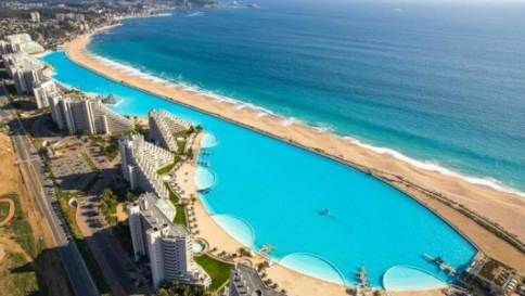 The world's largest pool and other interesting travel facts about architecture