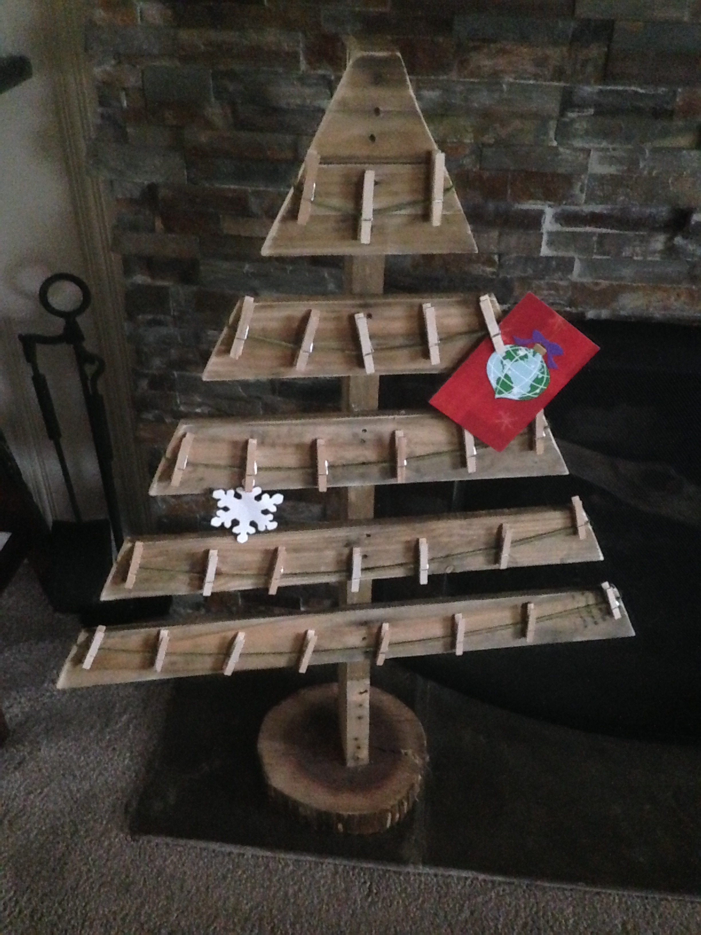 10 Pallet Repurpose Projects For Christmas