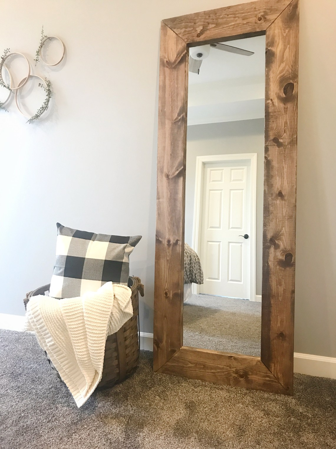 How To Build A Diy Wood Mirror Frame The Holtz House