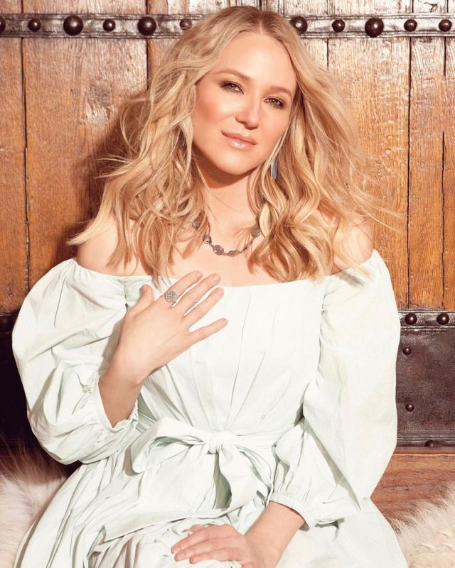 Jewel drops new music video for 'No More Tears'