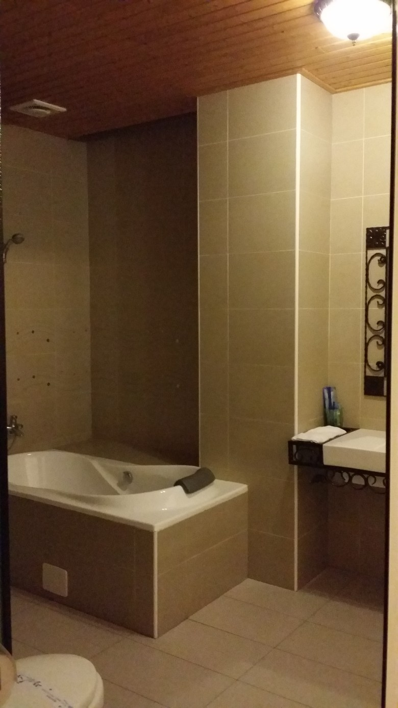 bathroom of hotel room Star Vista Cingjing travel with baby