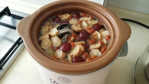 Pregnancy Tonics: Herbal Soup with Dang Shen, Wolfberries and Red Dates