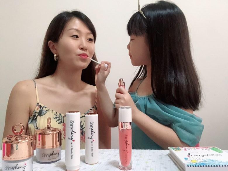 using Liquid Lip Balm ShinyShiny kids-friendly makeup