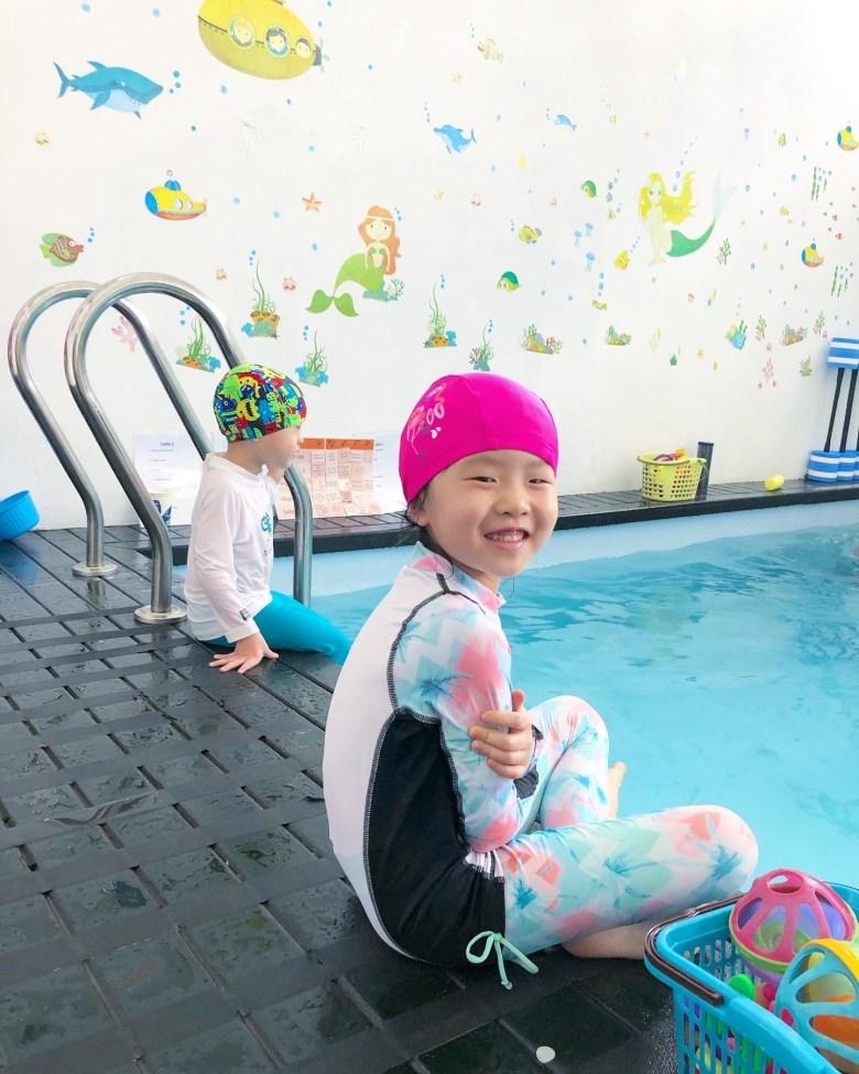 children swimming class