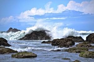 crashing waves oregon coast