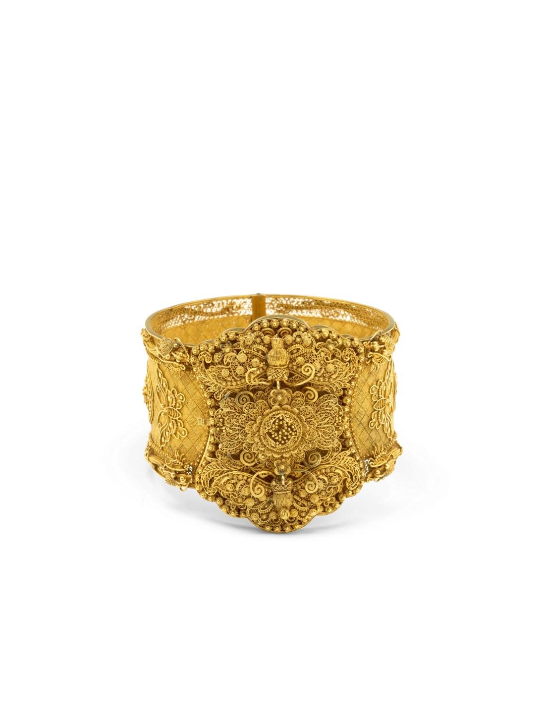 A COMMEMORATIVE GOLD BRACELET 1839-1841