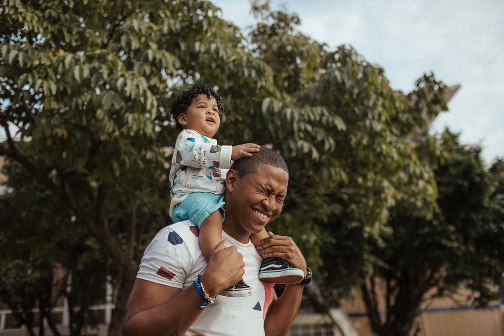 cute things, dad with baby on shoulders