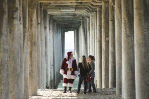 mrs. santa claus, santa talking to women