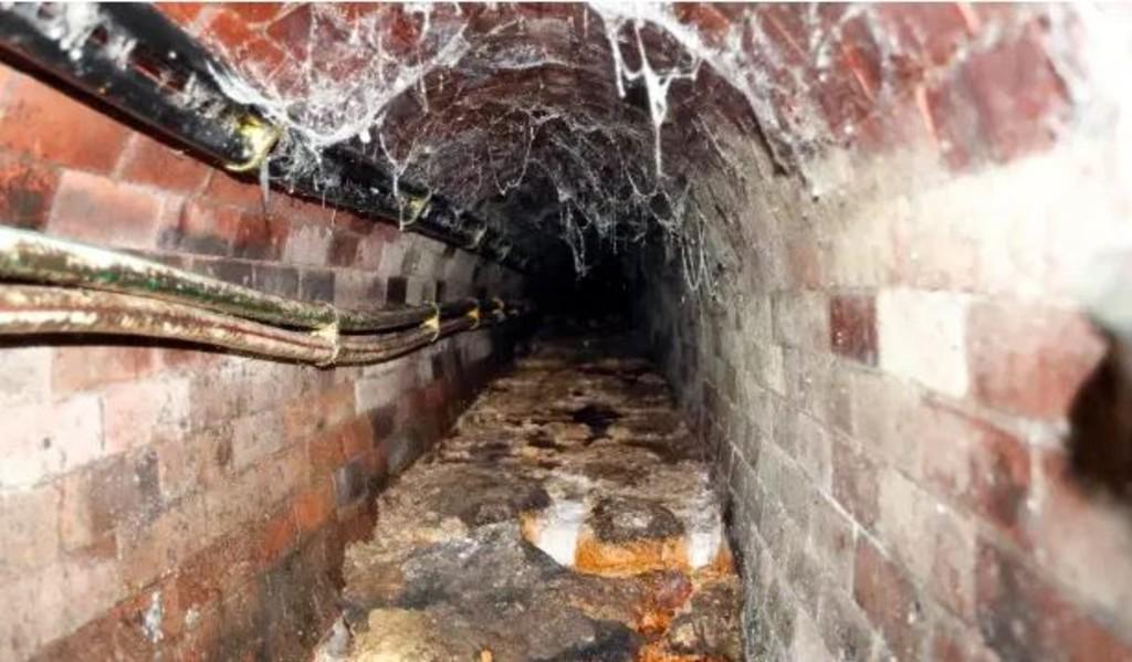 Sewage tunnel