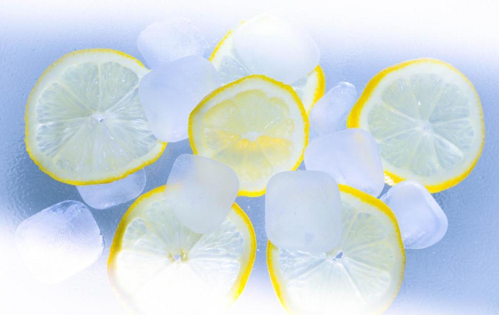 Lemon, ice cubes
