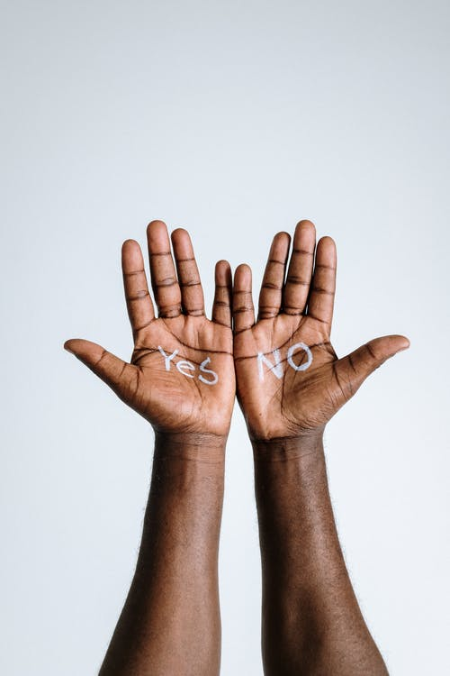tips to help, yes and no written on black hands