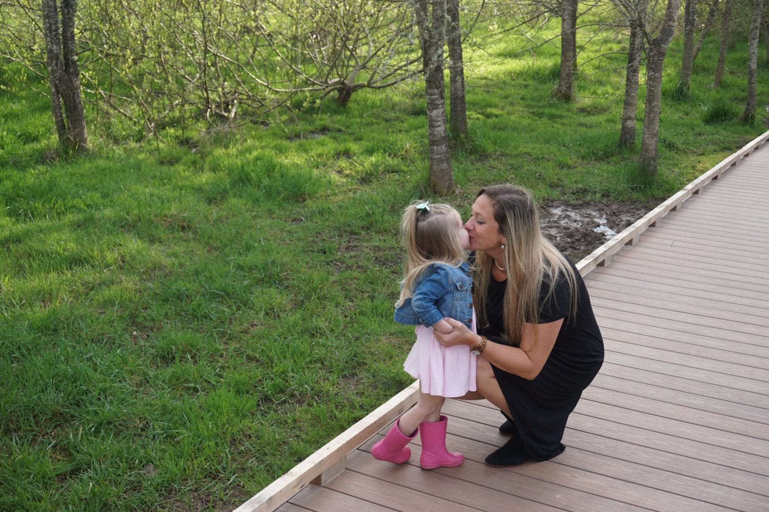 pink blush, mom style, outdoor photo shoot