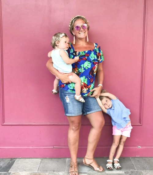 Traveling to Maui with Kids, traveling with children, Hawaii Guide, Kaanapali Beach, pink wall