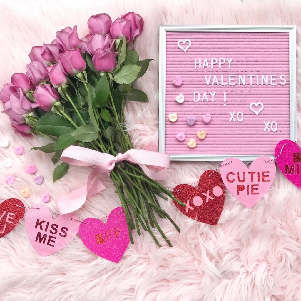 pink letterboard -valentine's day-pink roses-roses-flowers-glitterl garland-pink fur rug