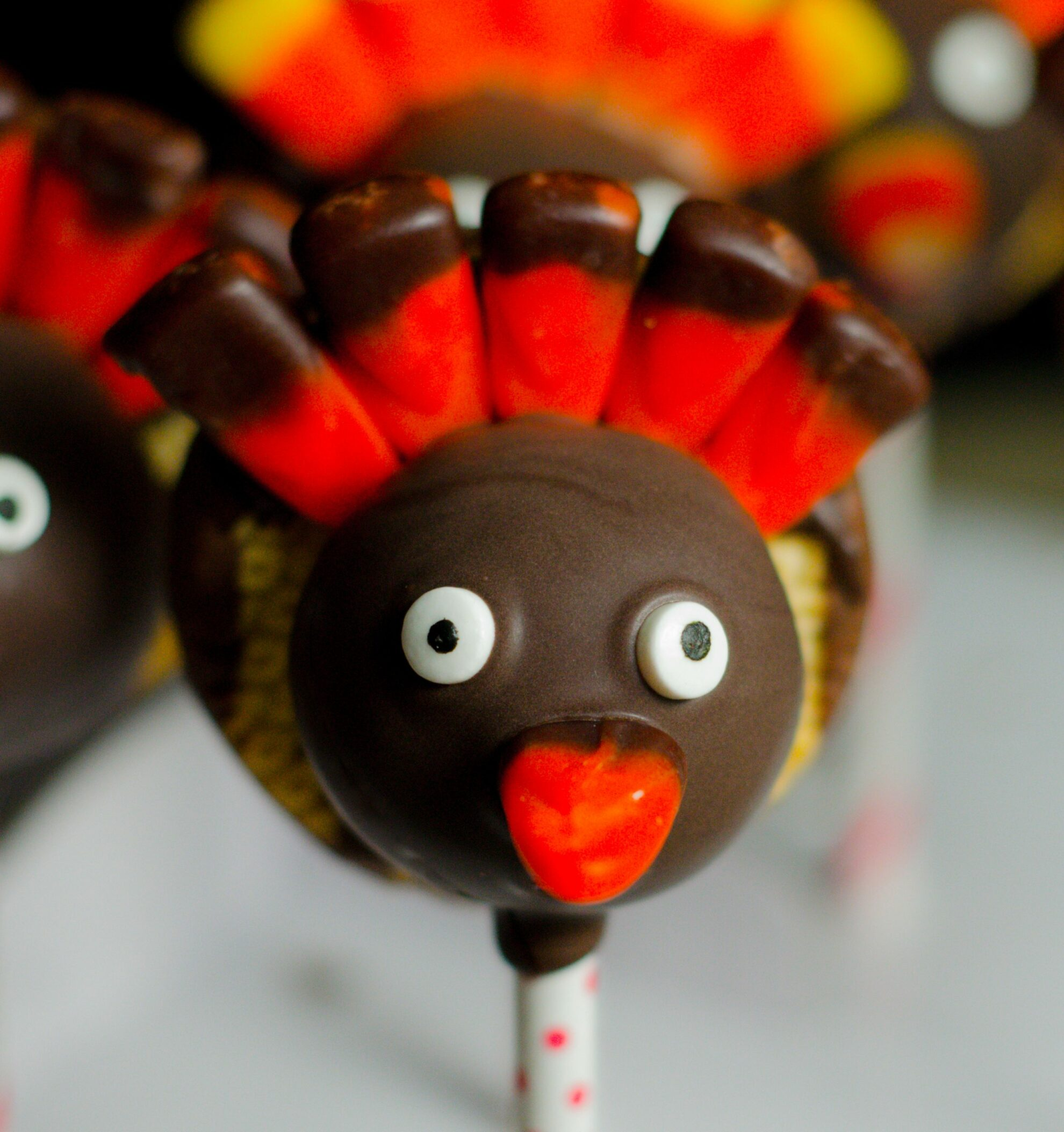 Thanksgiving Turkey Cake Pops: carrot cake and cinnamon cream cheese frosting. Delicious, impressive turkeys: step-by-step instructions, pictures, and printable recipe.
