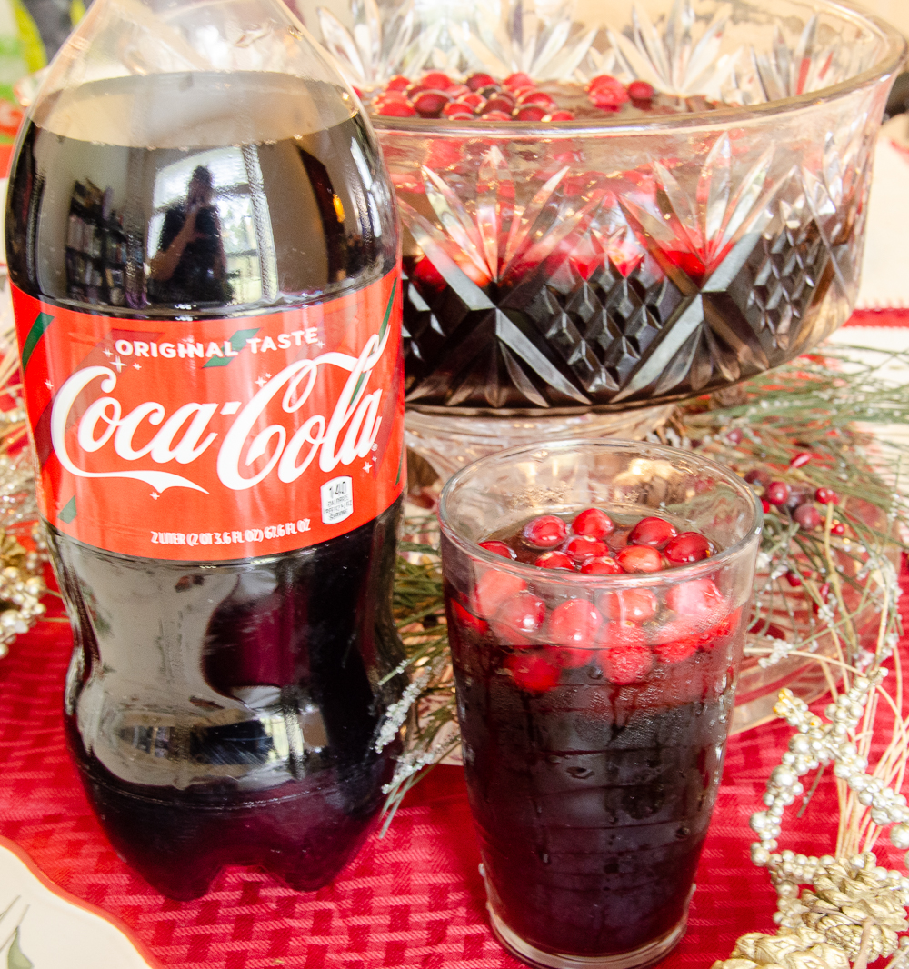 Cranberry Vanilla Coke-tail Plus Free Christmas Table Printables! Delicious drink recipe and free printable napkin rings and table place cards. #christmas #christmasprintables #printable #freeprintable #Coketail #GiftACoke #ad