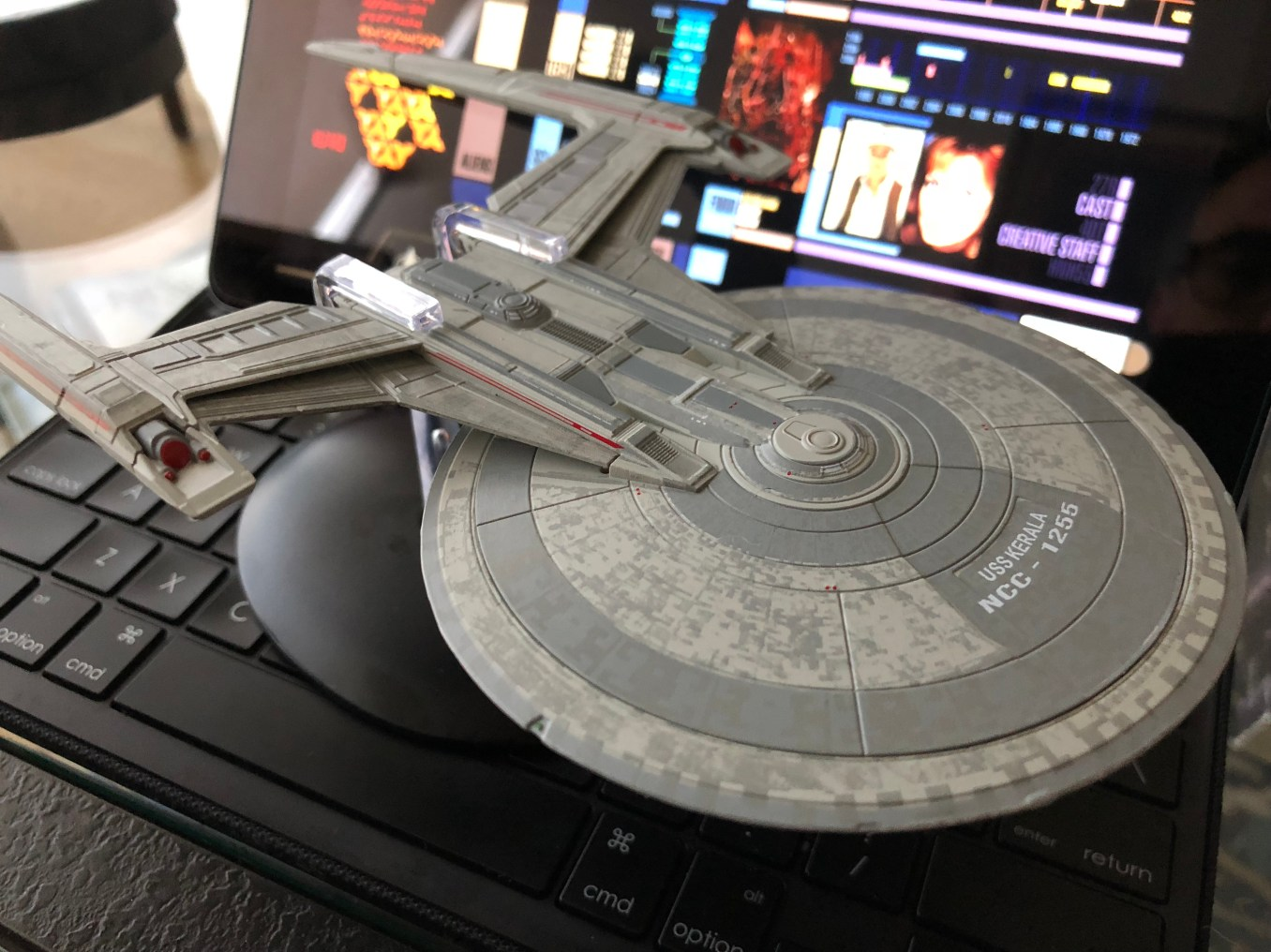 This is the third issue in the STAR TREK: DISCOVERY series of models from Eaglemoss.