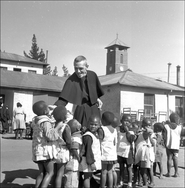 Father-Huddleston-with-Children-1948.