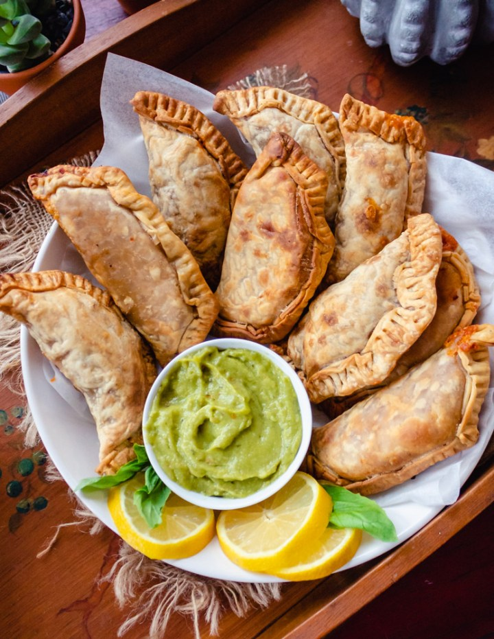 Vegan Pepperoni Pizza Empanadas (Empanadillas de Pizza Vegan)