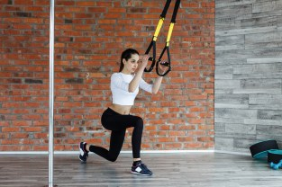 woman doing TRX row exercise