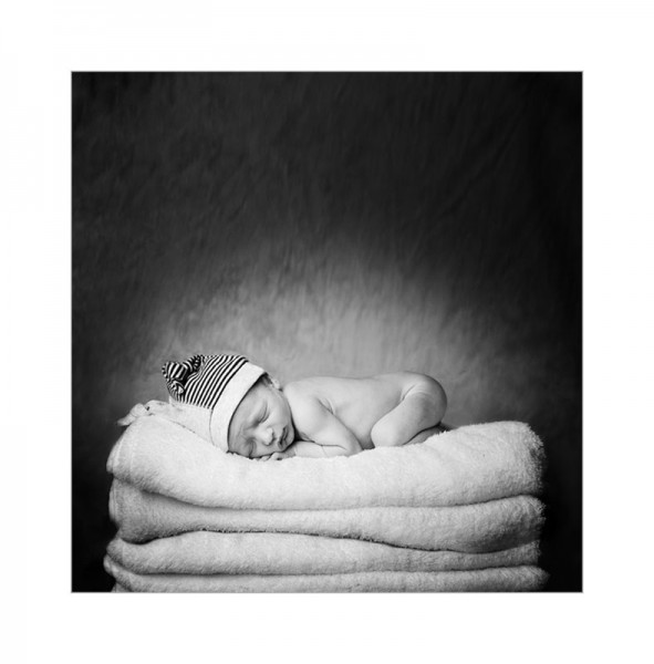 baby photography glasgow baby on towels,