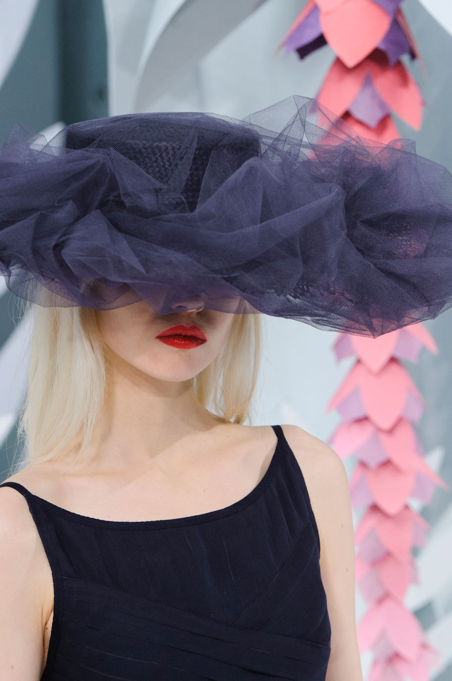 Chanel-fashion-runway-show-close-ups-haute-couture-paris-spring-summer-2015-the-impression-088