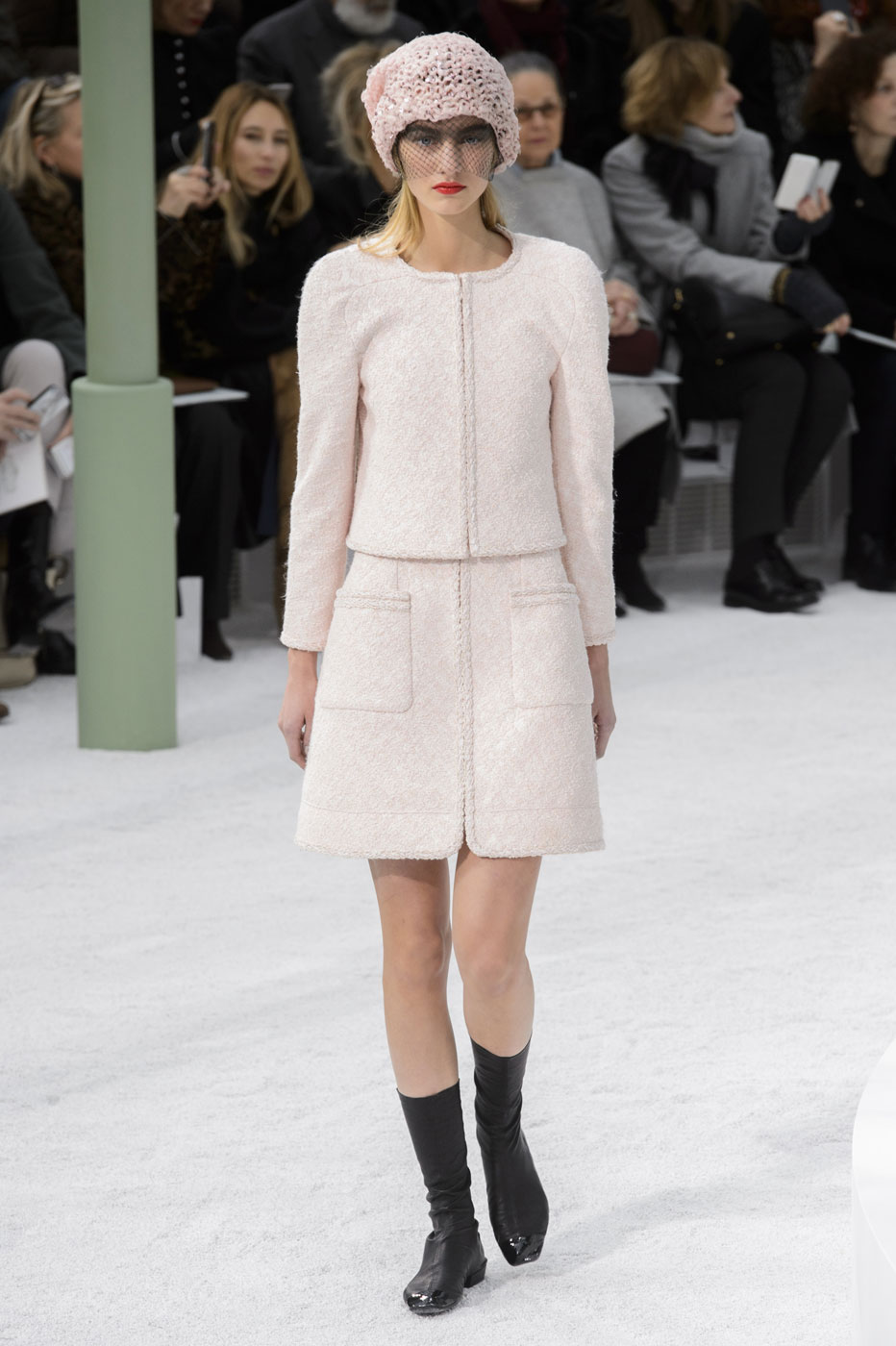 Chanel-fashion-runway-show-haute-couture-paris-spring-summer-2015-the-impression-023