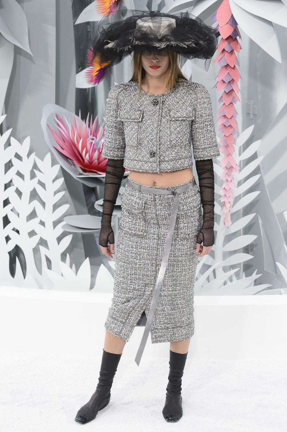 Chanel-fashion-runway-show-haute-couture-paris-spring-summer-2015-the-impression-042