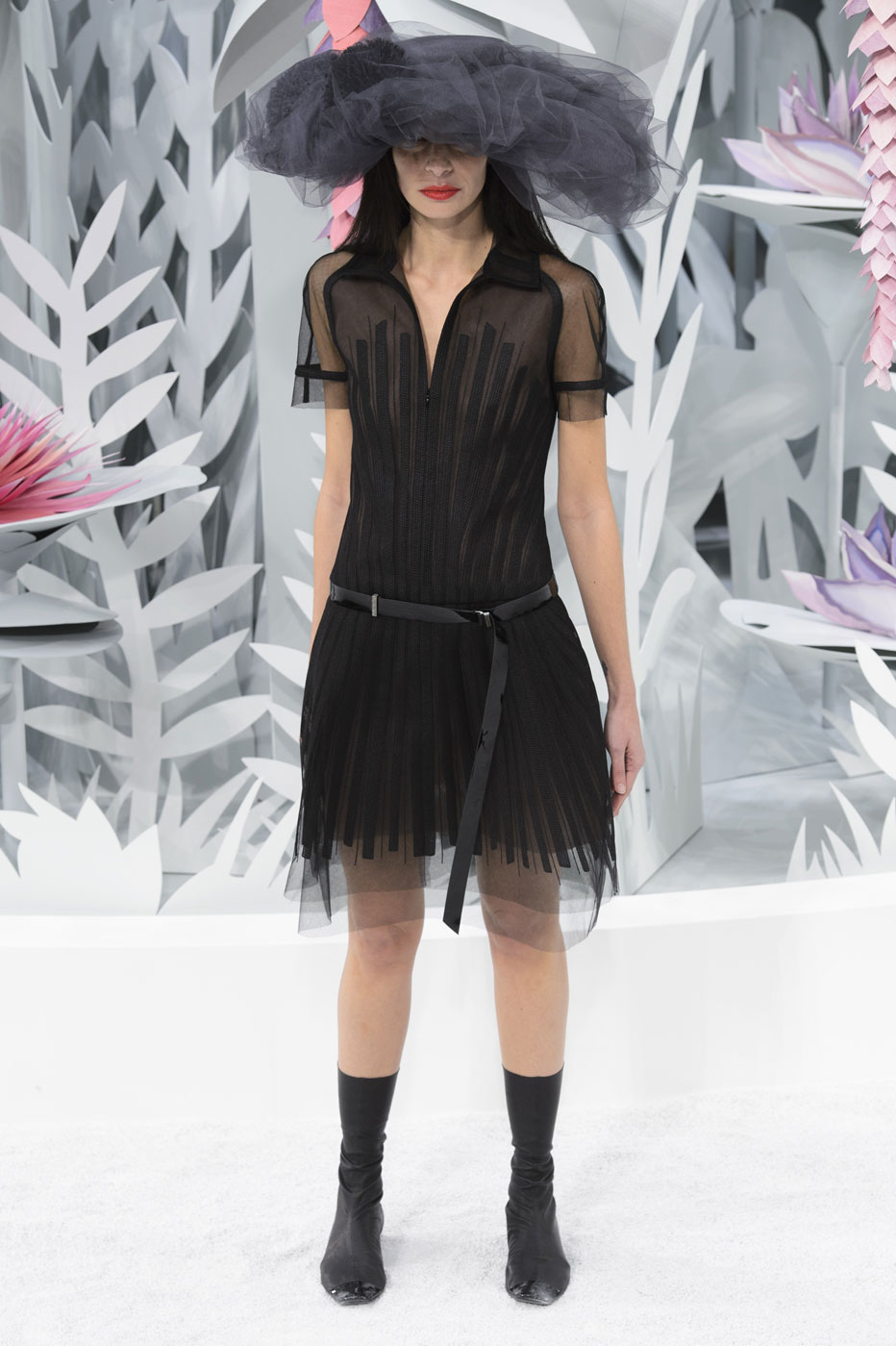 Chanel-fashion-runway-show-haute-couture-paris-spring-summer-2015-the-impression-078