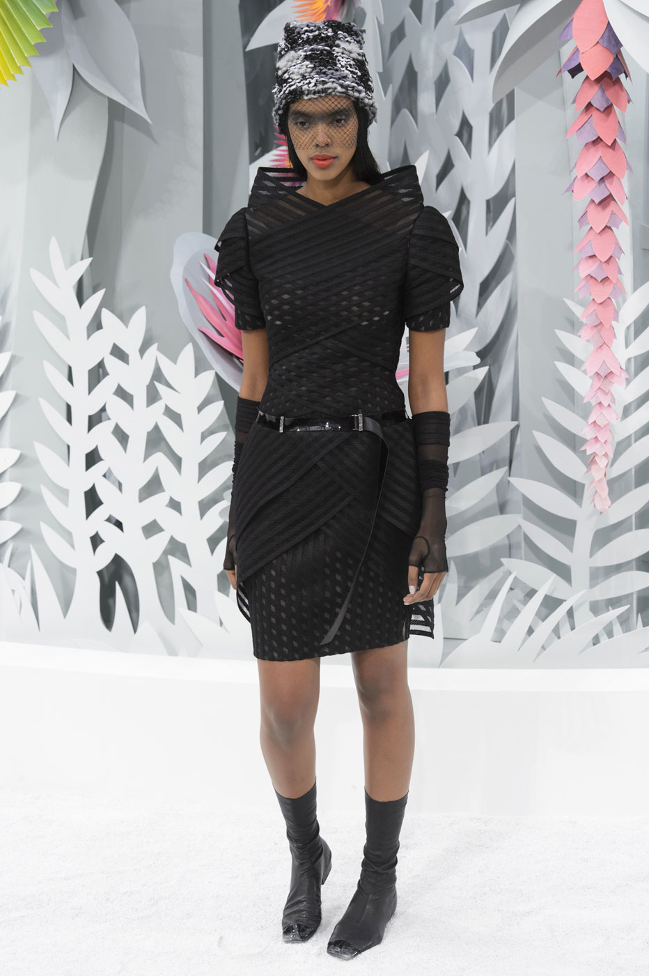 Chanel-fashion-runway-show-haute-couture-paris-spring-summer-2015-the-impression-080