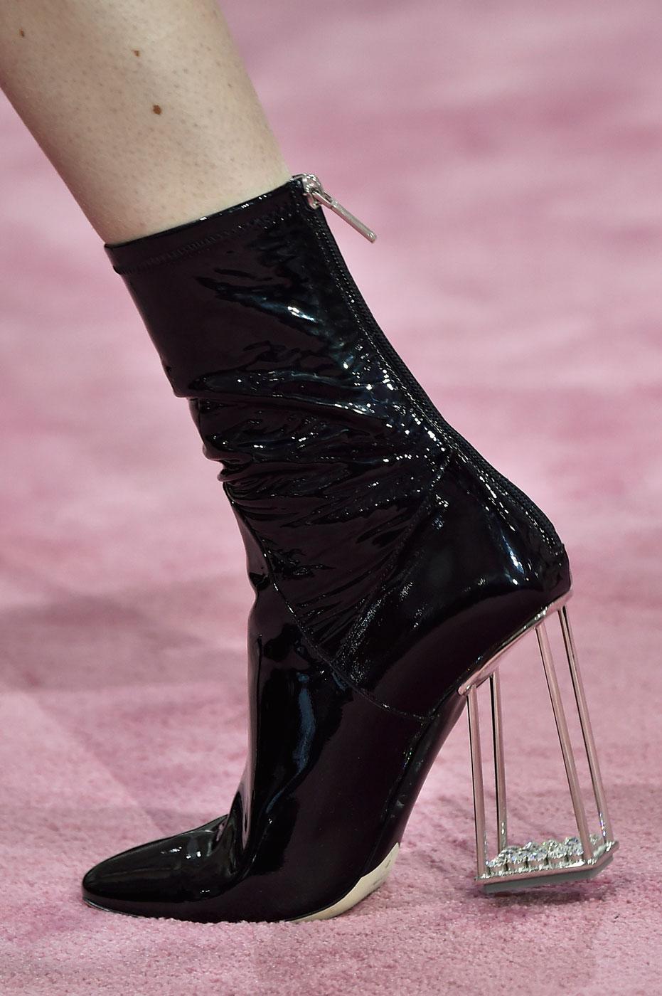 Christian-Dior-fashion-runway-show-close-ups-haute-couture-paris-spring-summer-2015-the-impression-032