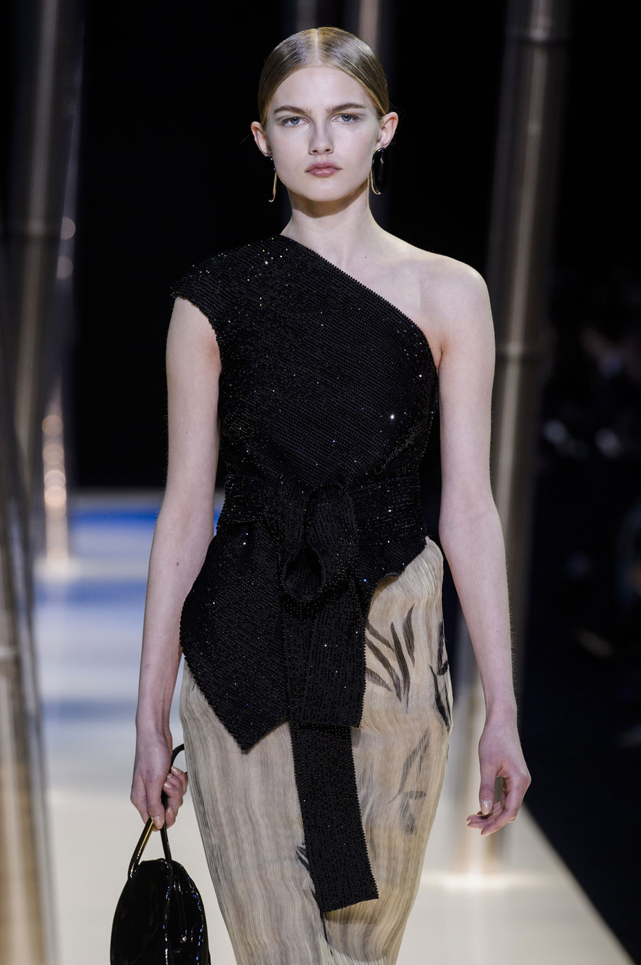 Giorgio-armani-Prive-fashion-runway-show-haute-couture-paris-spring-2015-the-impression-090