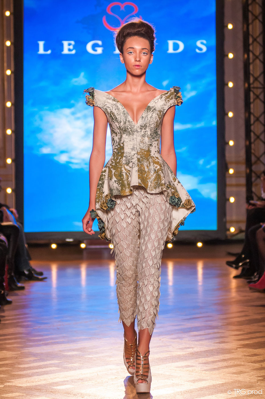 Legends-fashion-runway-show-haute-couture-paris-spring-2015-the-impression-08