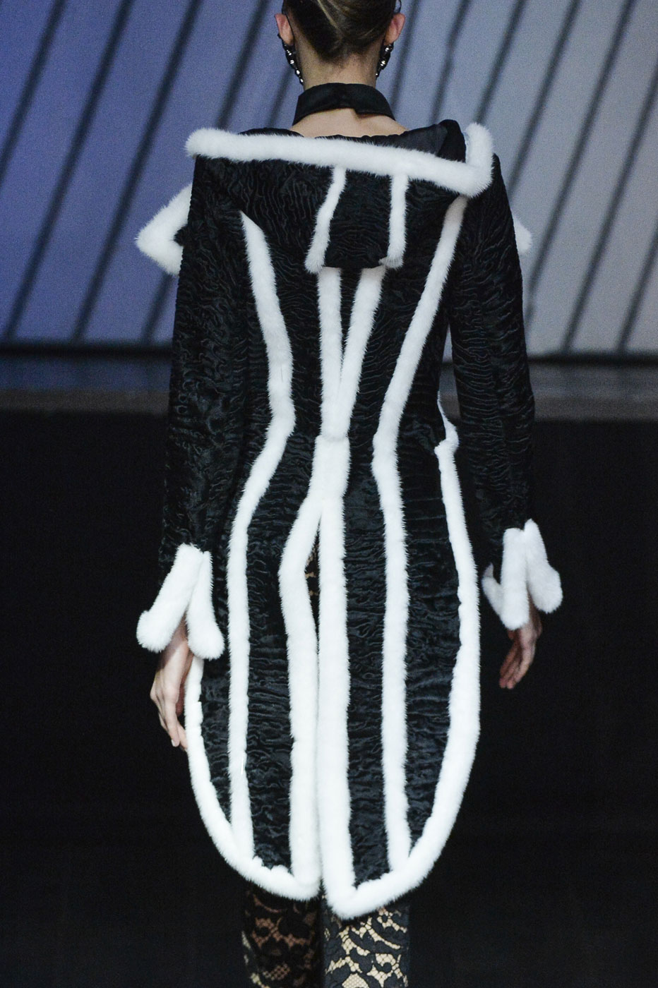 On-Aura-Tout-Vu-fashion-runway-show-haute-couture-paris-spring-summer-2015-the-impression-02