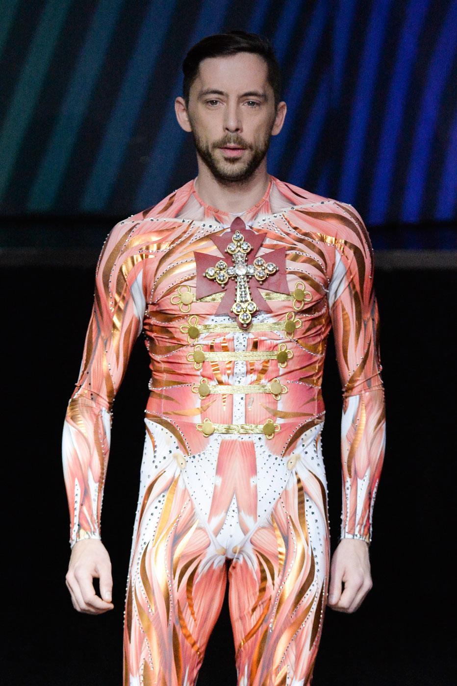 On-Aura-Tout-Vu-fashion-runway-show-haute-couture-paris-spring-summer-2015-the-impression-30