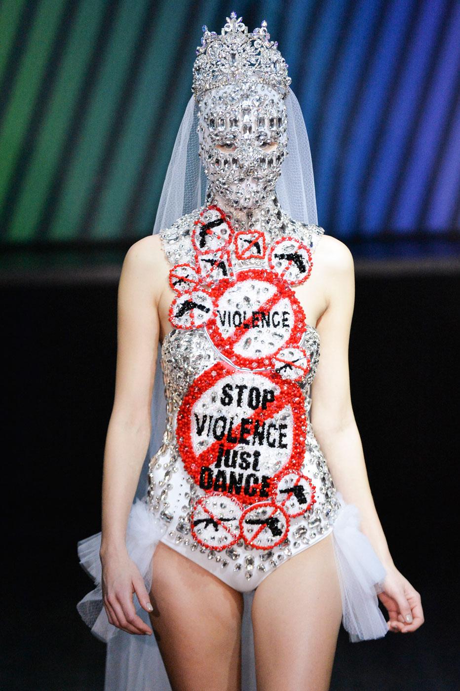 On-Aura-Tout-Vu-fashion-runway-show-haute-couture-paris-spring-summer-2015-the-impression-47