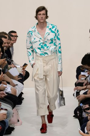 jw-anderson-spring-2016-mens-show-the-impression-02
