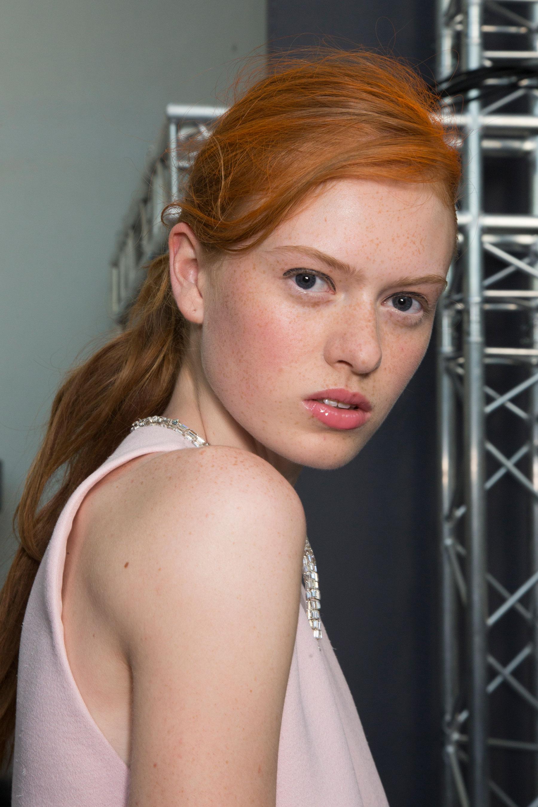 GIAMBATTISTA-VALLI-backstage-fall-2015-couture-the-impression-062