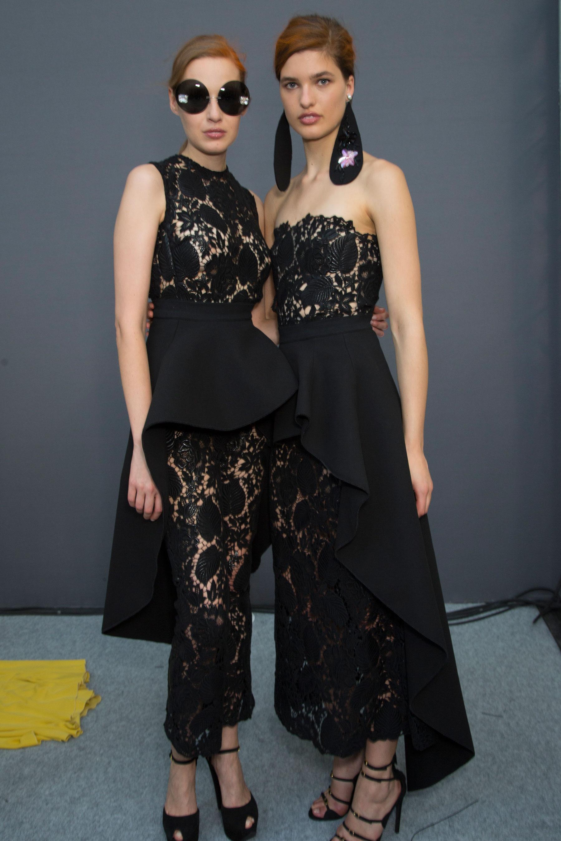 GIAMBATTISTA-VALLI-backstage-fall-2015-couture-the-impression-078