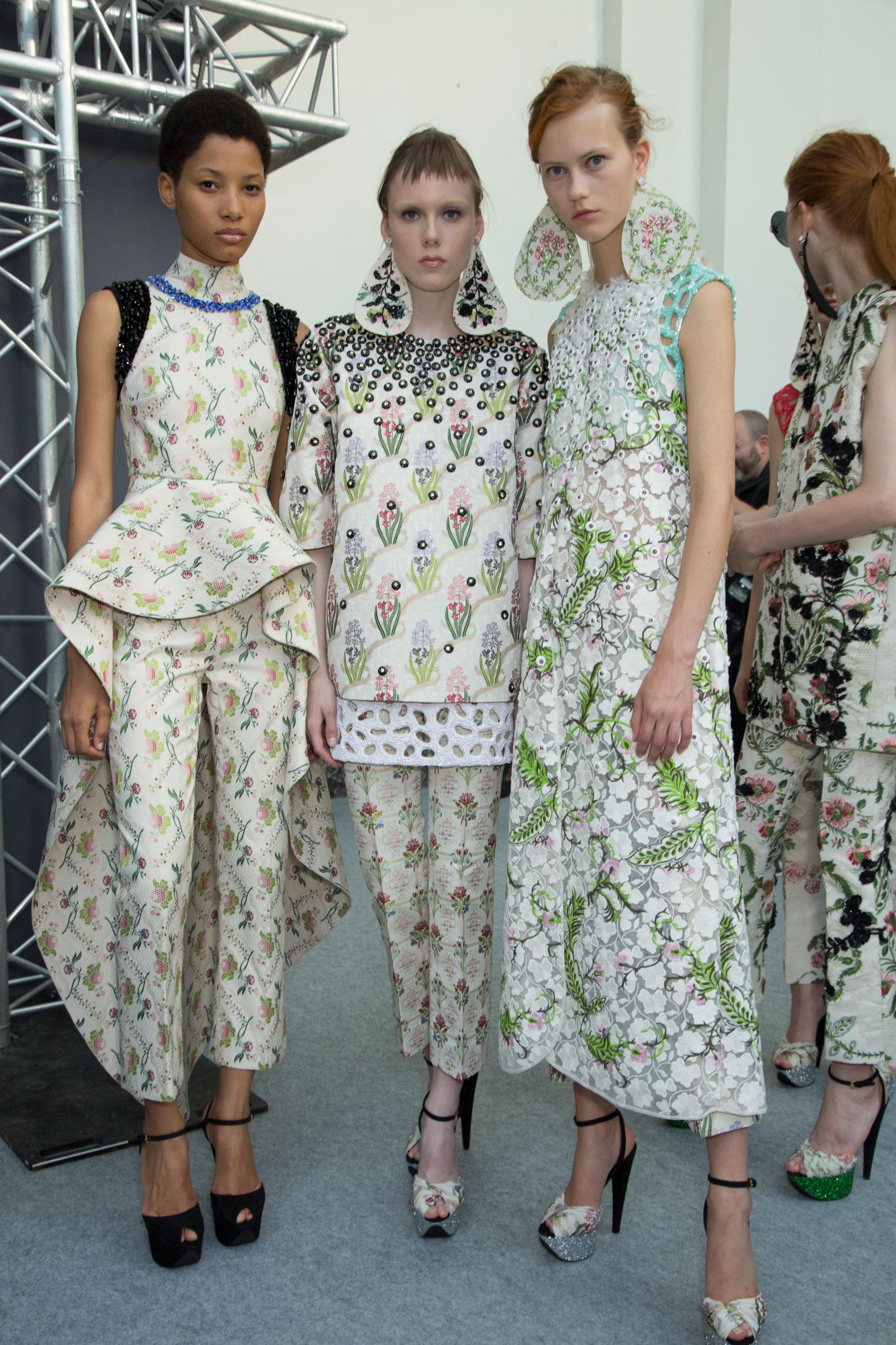 GIAMBATTISTA-VALLI-backstage-fall-2015-couture-the-impression-080