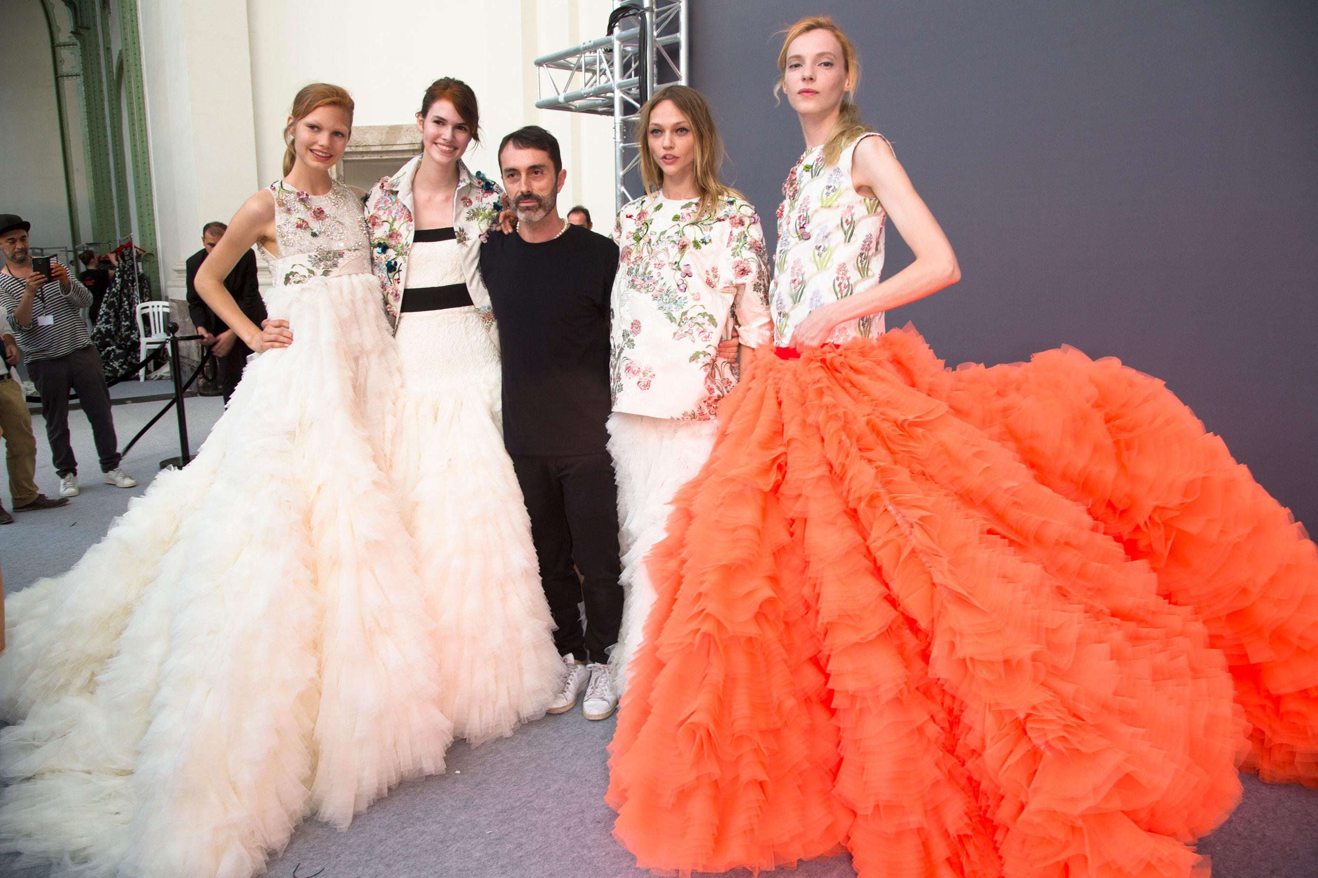 GIAMBATTISTA-VALLI-backstage-fall-2015-couture-the-impression-100