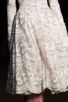 RALPH-and-RUSSO-close-ups-fall-2015-couture-the-impression-002