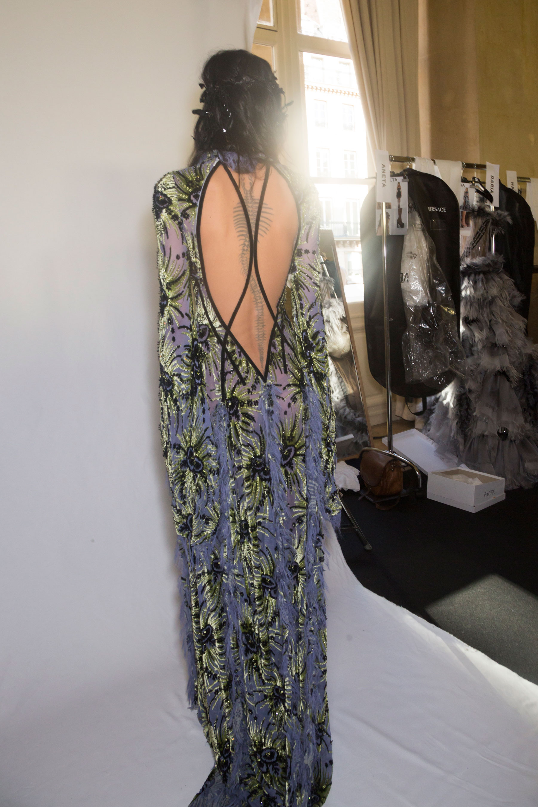 atelier-versace-backstage-fall-2015-couture-the-impression-028