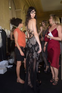 atelier-versace-backstage-fall-2015-couture-the-impression-057