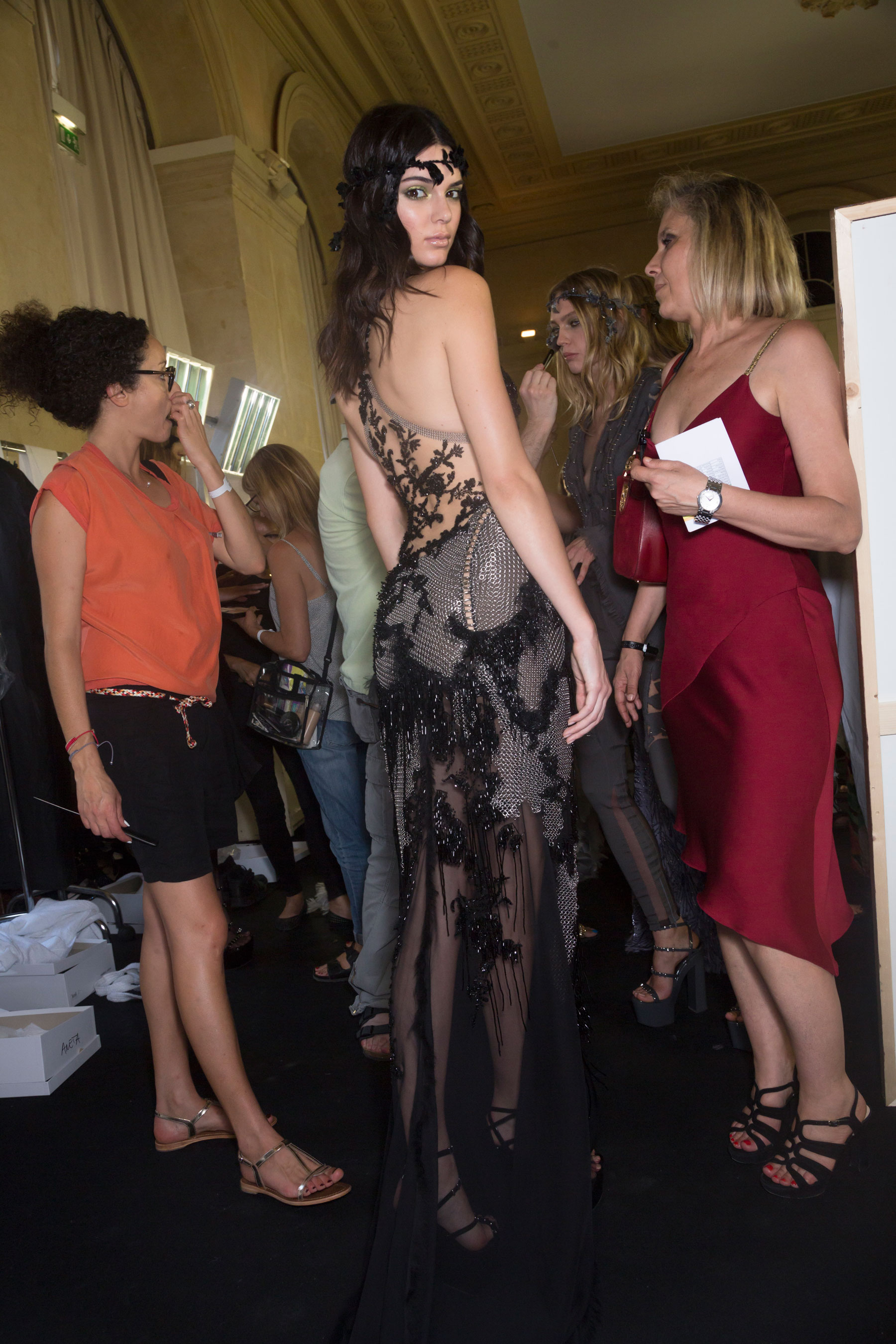 atelier-versace-backstage-fall-2015-couture-the-impression-058