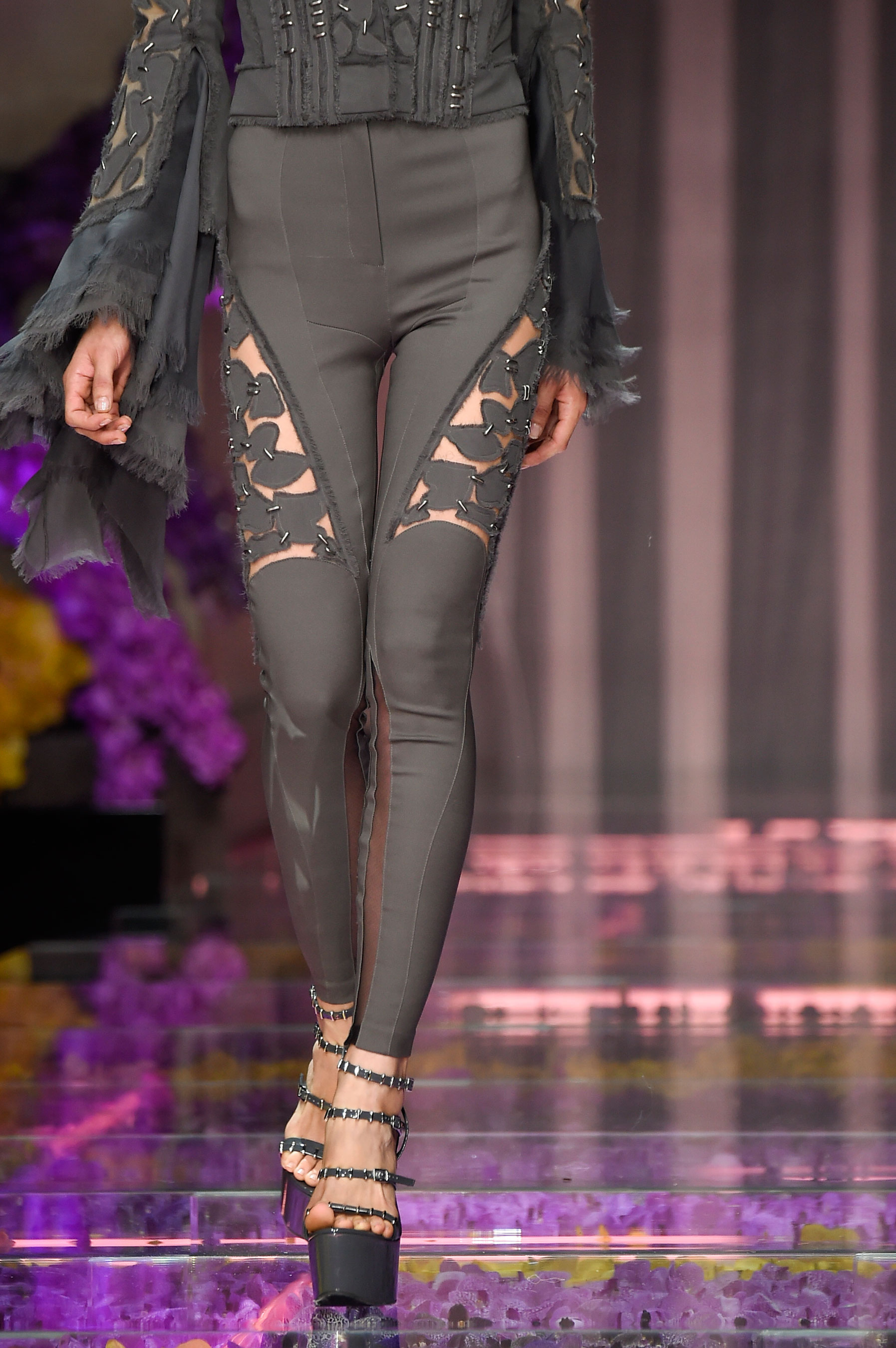 atelier-versace-close-ups-fall-2015-couture-the-impression-015