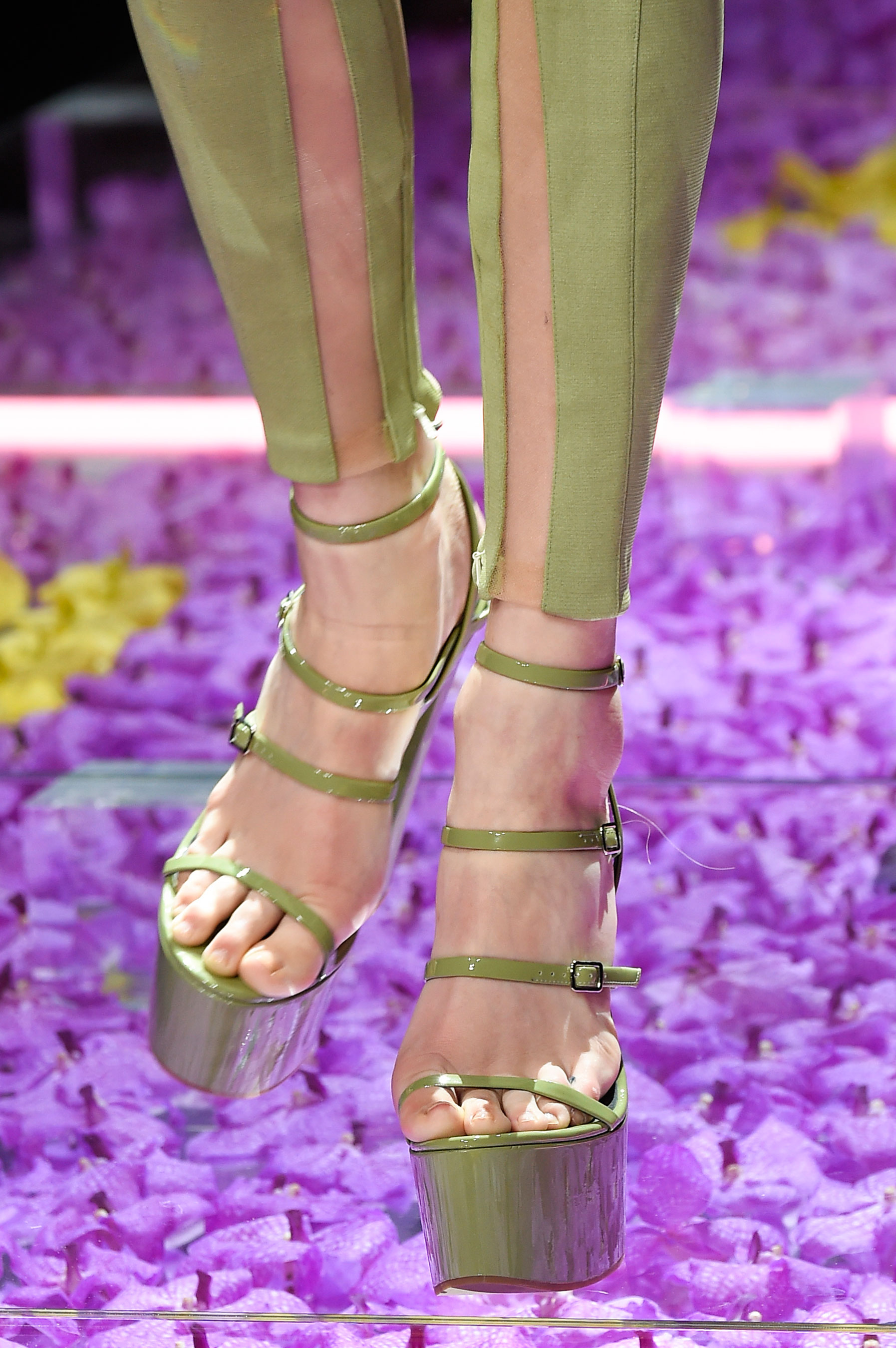 atelier-versace-close-ups-fall-2015-couture-the-impression-027