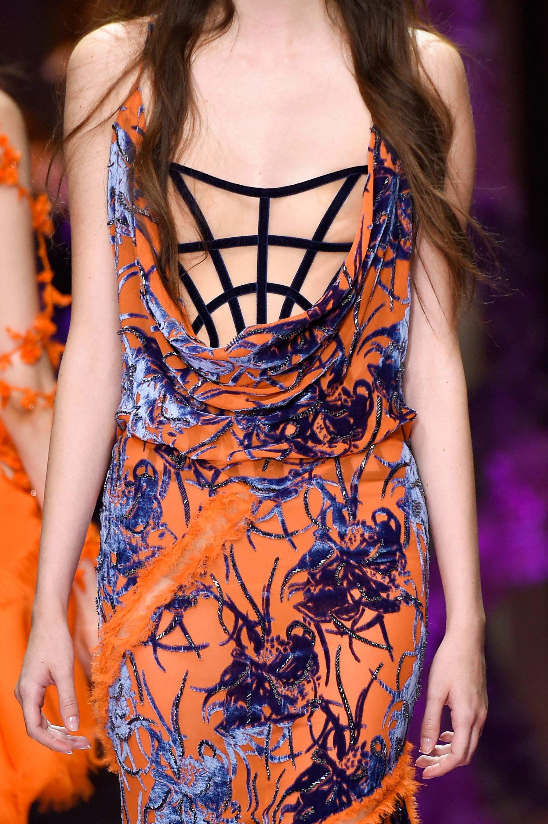 atelier-versace-close-ups-fall-2015-couture-the-impression-087